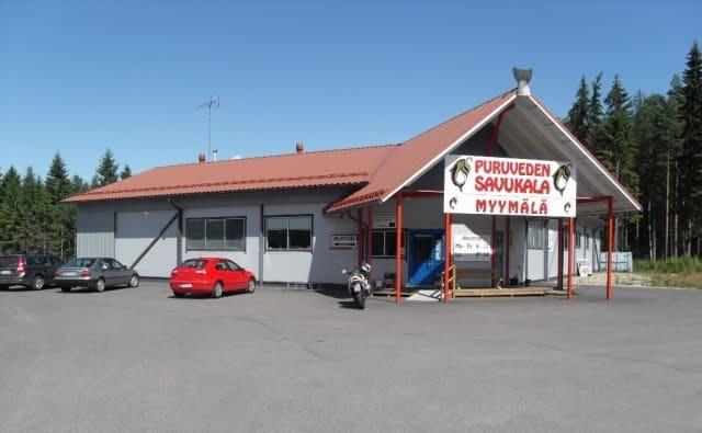 Kalasavustamon tehtaanmyymälä, Kesälahti.
